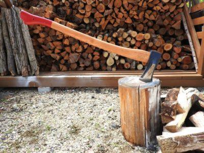 冬の野外訓練で起きた恐怖の薪割り