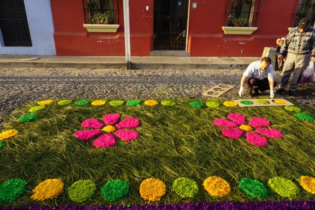 アンティグアのセマナサンタを彩るアルフォンブラ