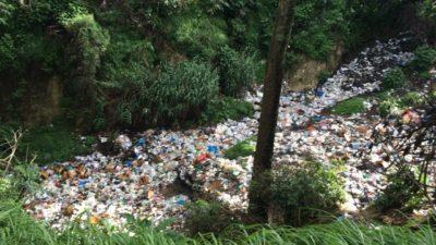 グアテマラはゴミのポイ捨てが多い