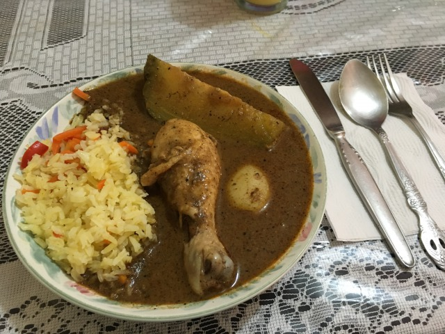 グアテマラ伝統料理のペピアン