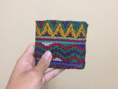 海外・途上国では現地調達した財布を使用