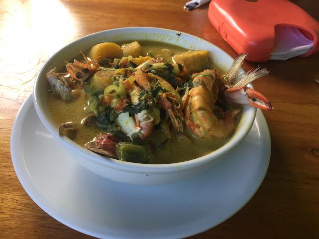 グアテマラ東部 旅行中の食事は海鮮!特にタパード(海鮮スープ)