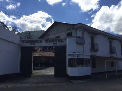 高品質なお土産が売り、グアテマラ高級タオル工場を見学
