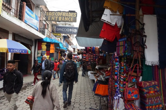 チチカステナンゴのメルカド(市場)はお土産の買い物にうってつけ!