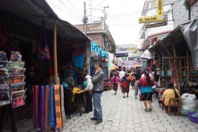 さぁ、チチカステナンゴのメルカド(市場)でお土産を買おう!