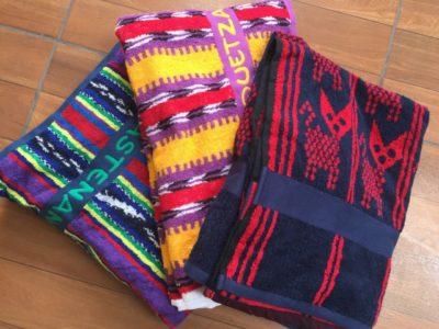 旅行者の目を引く、グアテマラ伝統衣装のデザインのカンテルタオル