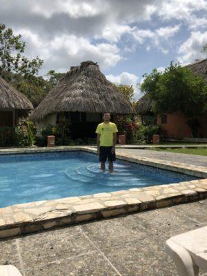 ティカルを観光するなら遺跡の敷地内のホテルに泊まるべき!