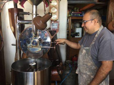カフェラスマリアスのコーヒー豆殻剥き機械