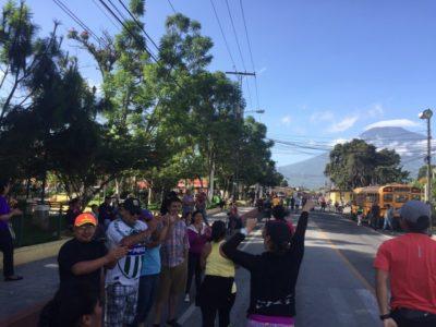 アンティグアハーフマラソン沿道からの声援2
