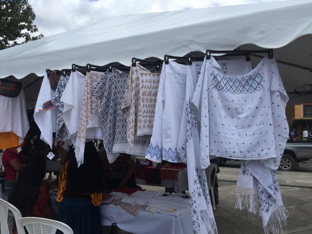 グアテマラのお土産屋さんにある民族衣装