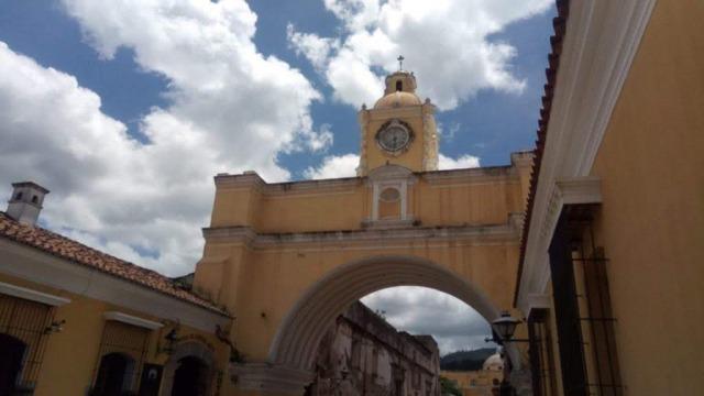 アンティグア観光の見所1 メルセー教会とエルアルコ