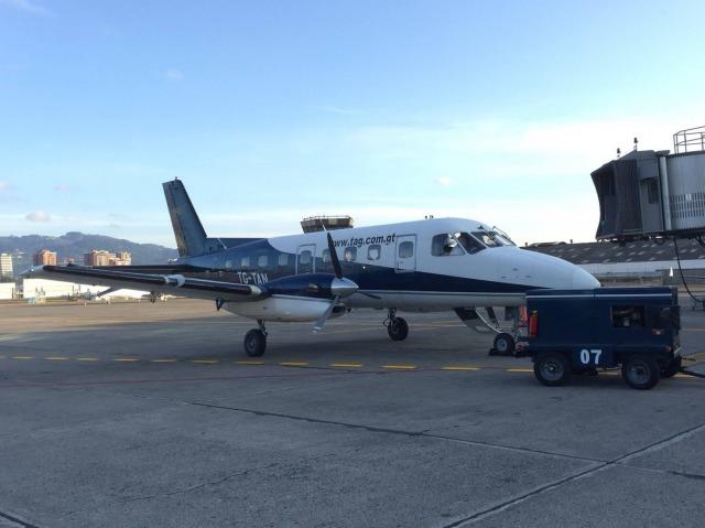 グアテマラフローレス行きの飛行機
