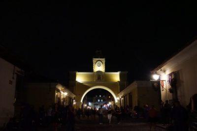 夜のアンティグア散策 お酒と音楽とシーシャと美味しいごはん