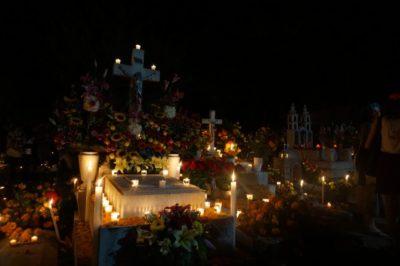 メキシコ・オアハカ死者の日の夜に見たリメンバーミーの景色