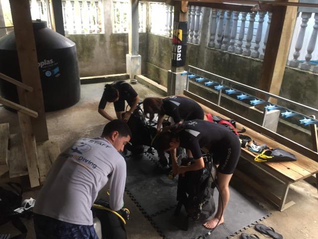 ウティラ島でのオープンウォーターダイビング取得コース